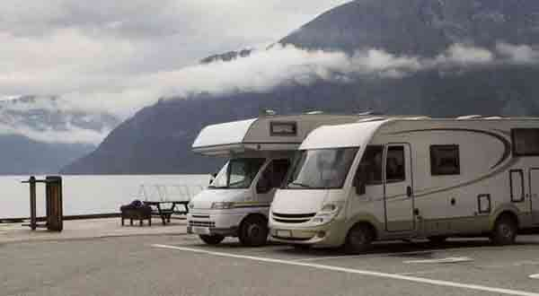 4 RV Parking Ideas & 14 Rules Of How To Park RV