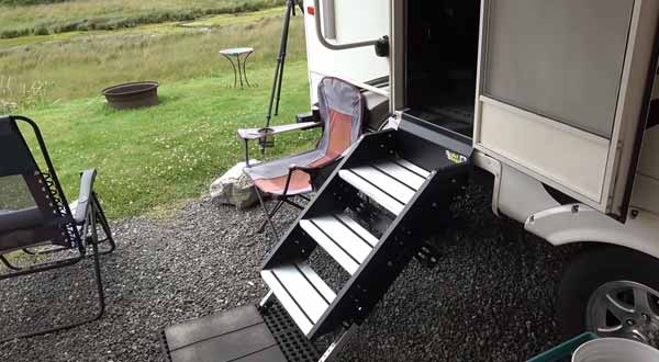 The Step By Step Method of Retracting RV Steps